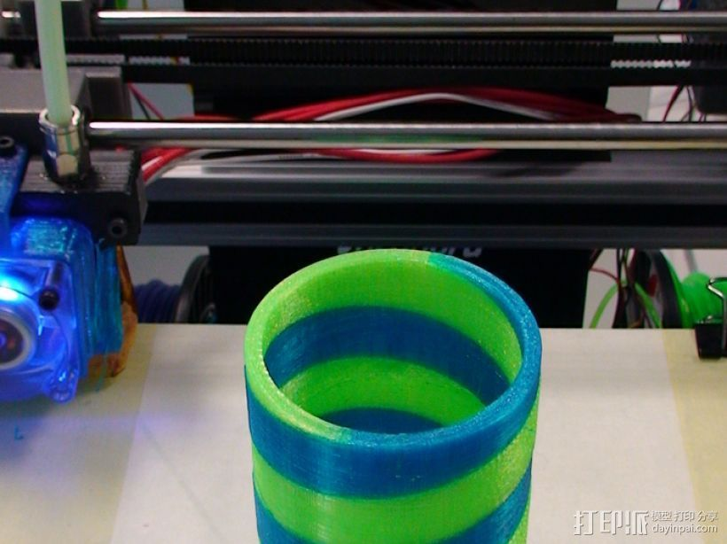 双色笔筒V2 3D打印模型渲染图