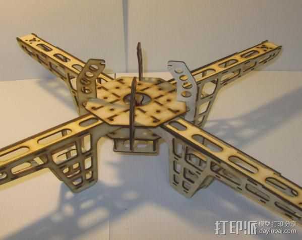 激光quadcopter 24宽,3毫米胶合板 3D打印模型渲染图