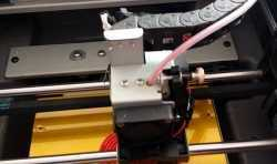 3D打印平台板上的铁片脱落,怎么解决?