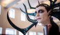 道具工作室为《雷神3:诸神黄昏》制作大Boss海拉的3D打印头盔