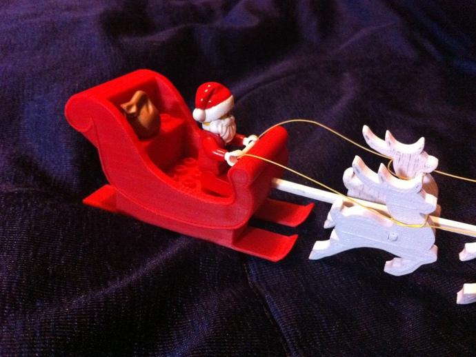 圣诞老人雪橇和8只小麋鹿