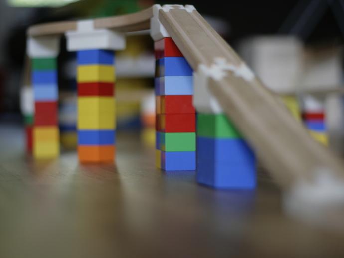 玩具火车桥梁支座模型
