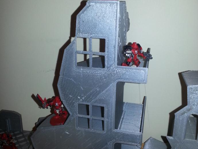双层楼废墟模型