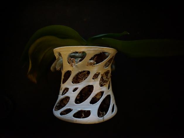 镂空兰花花瓶