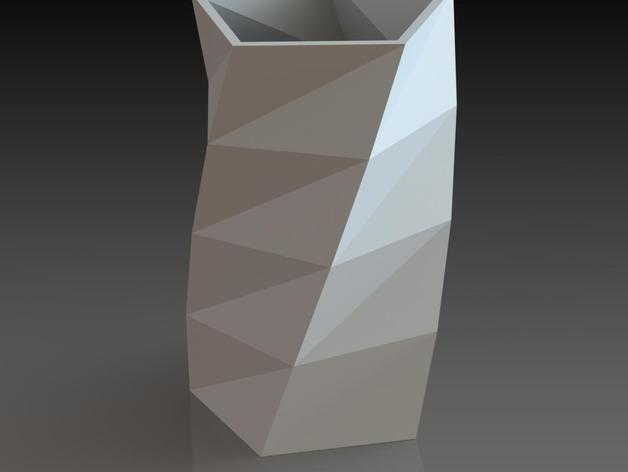 低多边形花瓶