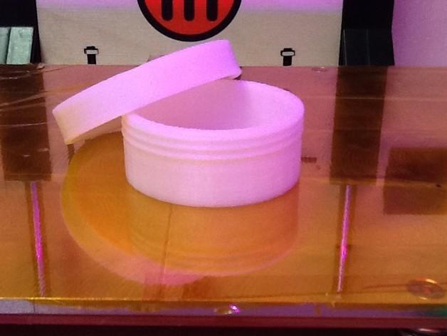 有螺纹口的圆形小盒 3D打印模型渲染图