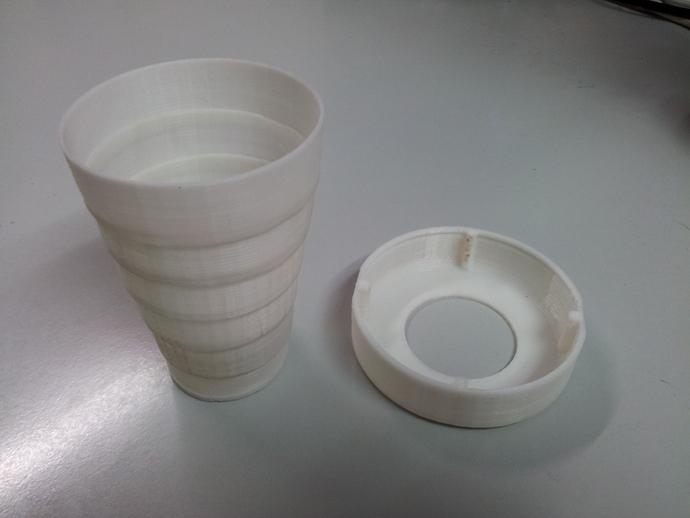 可折叠的小杯