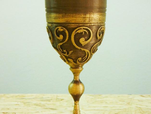 古铜色酒杯