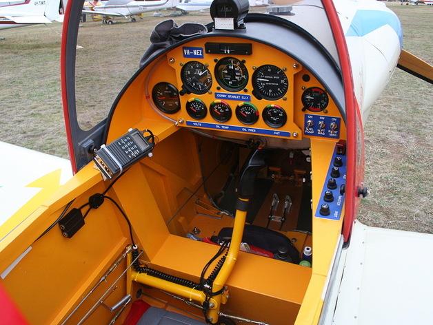 驾驶舱仪表板