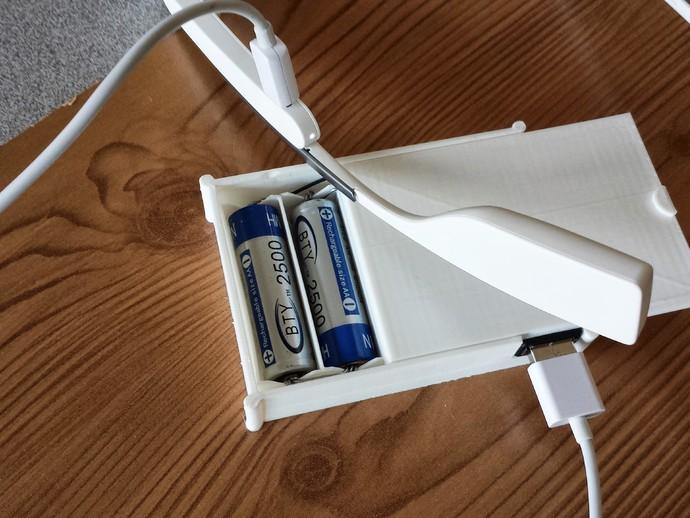 用两节AA电池做出你自己的1A+5V USB充电器