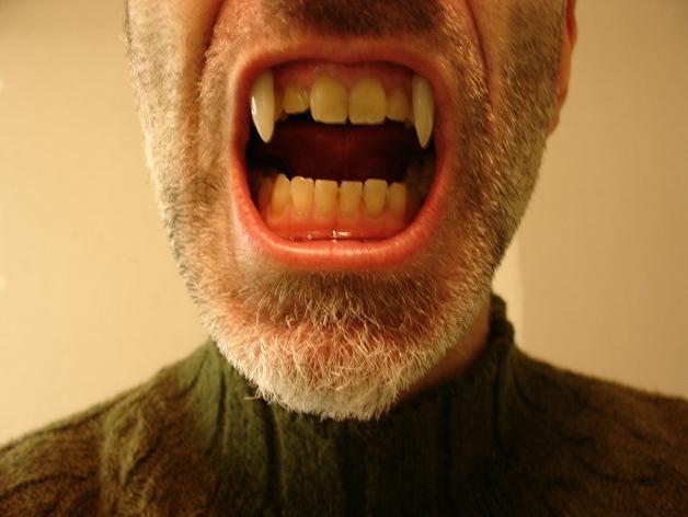 可伸缩的吸血鬼尖牙 3D打印模型渲染图