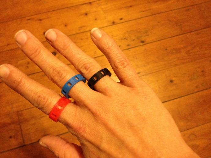 带有方形切口的参数型戒指