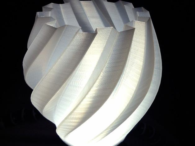 扭曲的齿轮花瓶