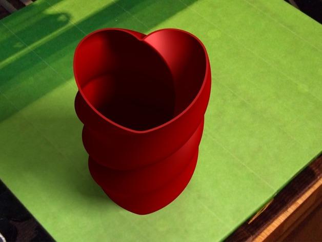 螺旋心形花瓶