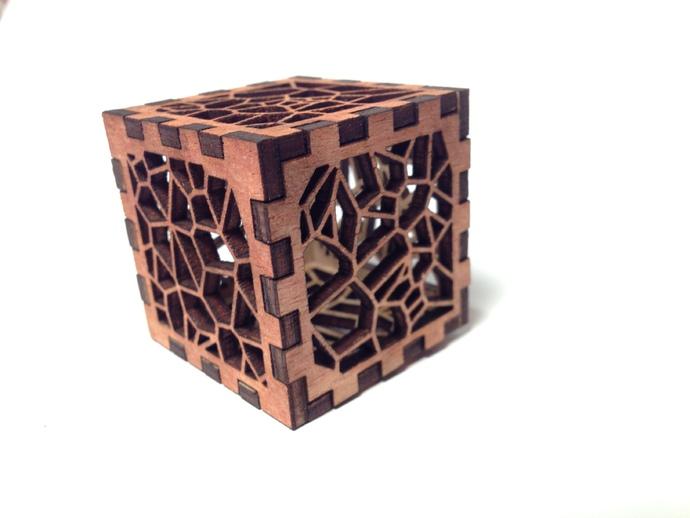 镂空雕花盒子