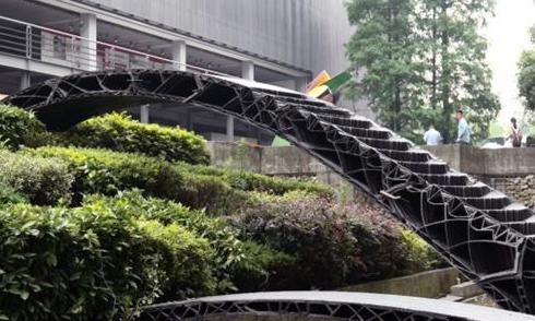 上海同济大学展示中国首两座3D打印人行桥
