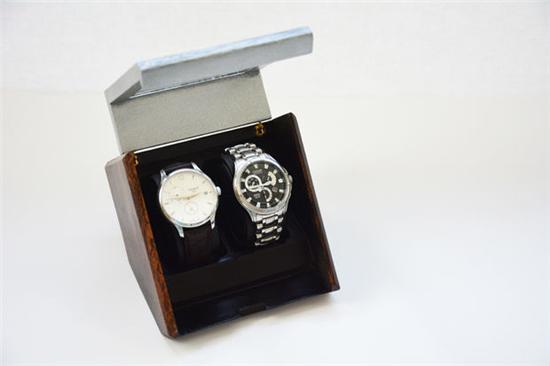 设计师自制奢华风格的3D打印手表展示盒 成本低廉