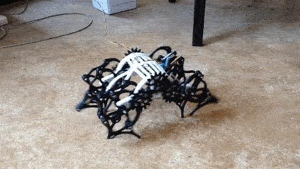 创客用3D打印制作小型仿生兽机器人 灵活度很高