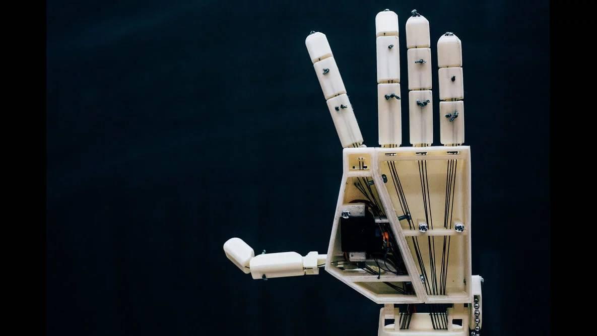 比利时安特卫普大学团队开发出会翻译手语的亚洲通器人手臂