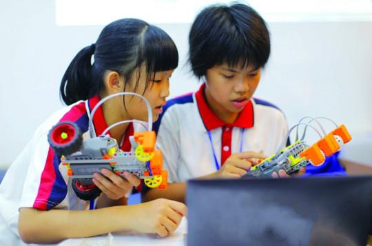 """禅城区南庄三中小学生设计火箭 3D打印变""""实物"""""""