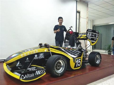 """常熟理工学院40名大学生手工打""""牛"""" 车  3D打印发动机进气系统"""