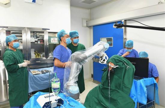自主式种植牙手术机器人研制成功 两颗3D打印义齿顺利植入